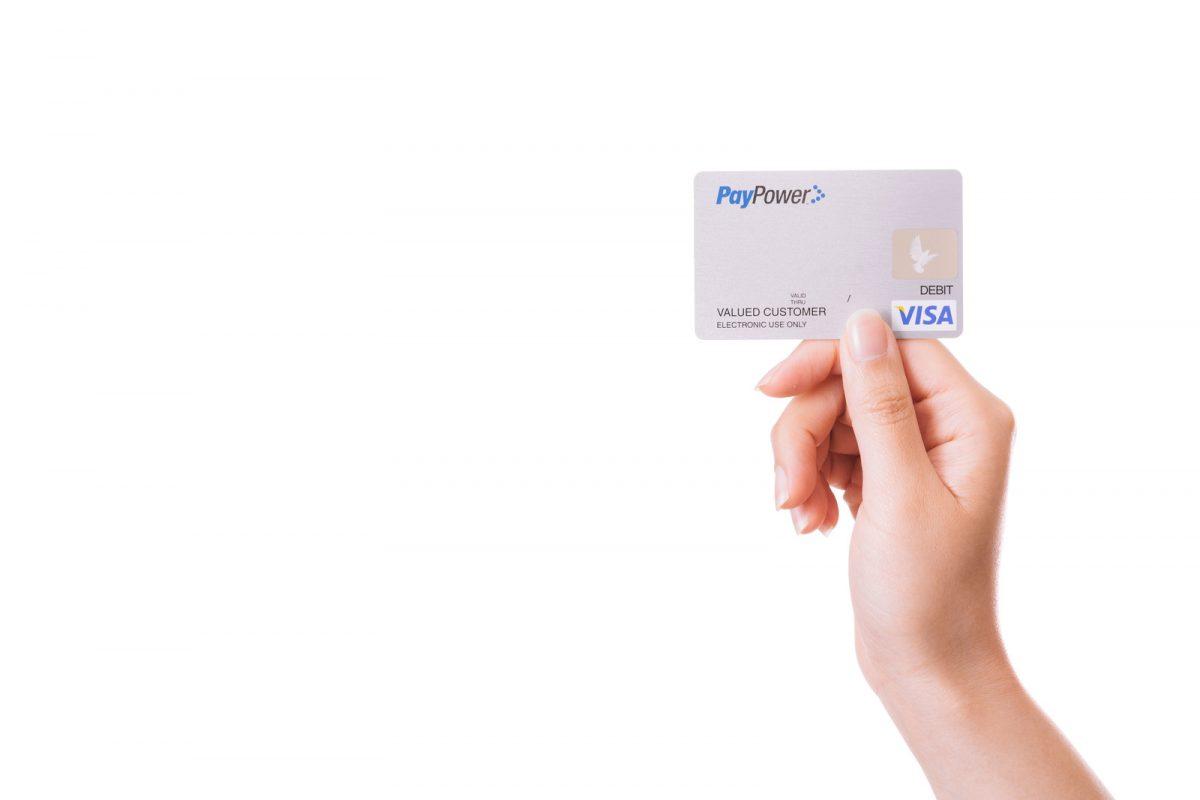 アフリカ旅行の準備では「クレジットカード」が必要です